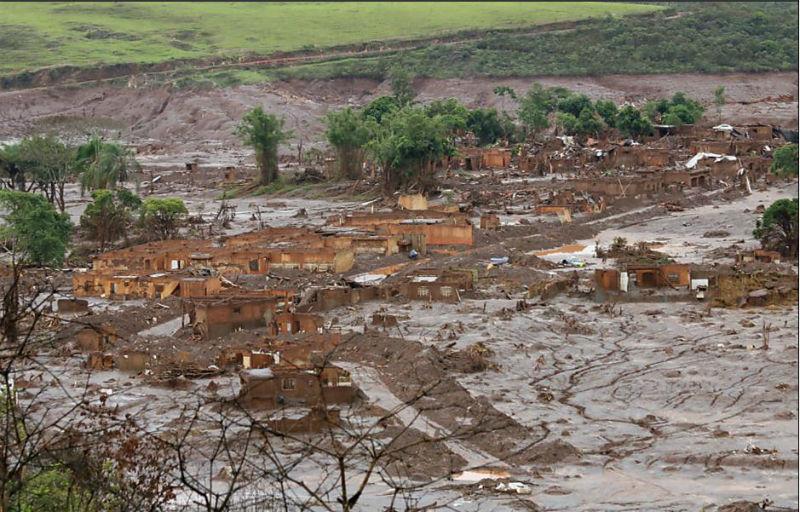 Subdistrito de Bento Rodrigues atingido por mar de lama após rompimento de barragem em Mariana. Foto: Rogério Alves
