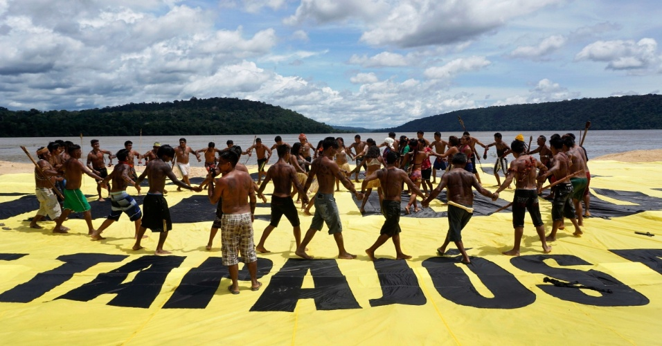21mar2016---indios-munduruku-protestam-contra-hidreletricas-no-tapajos