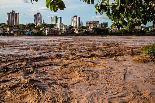 Chegada da lama em Linhares (ES) - Foto: Leonardo Sá/ Greenpeace
